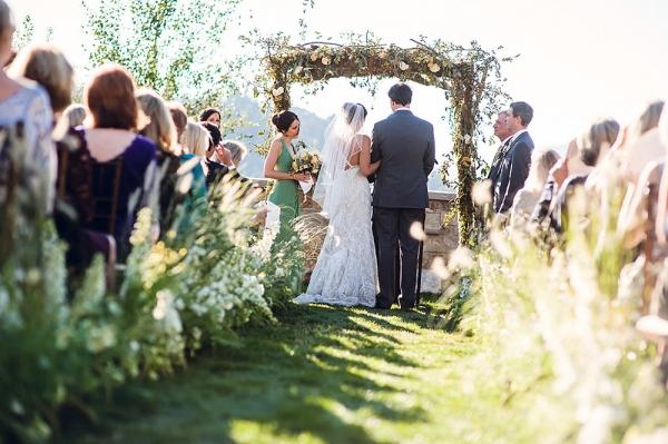 Elegant-Outdoor-Wedding-Ceremony-Aisle-600x399