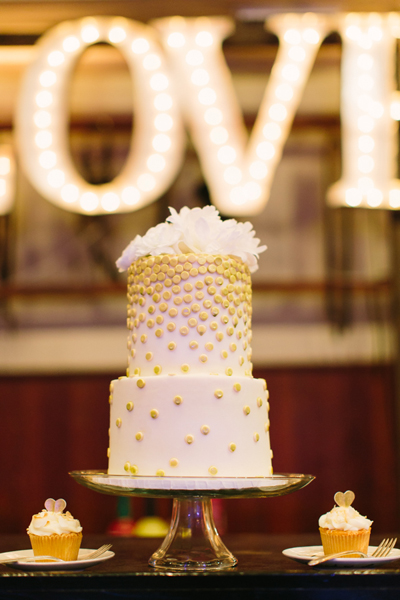 gold-confetti-wedding-cake